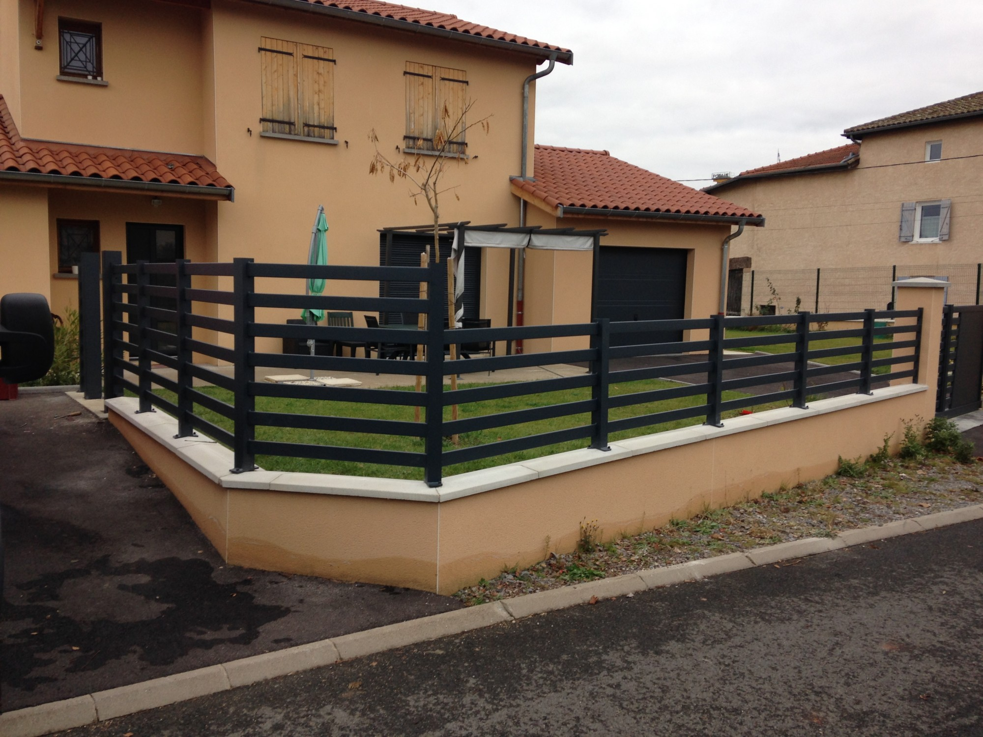 Installation de cl tures en aluminium acces creation fermetures - Garage mounier neuville sur saone ...