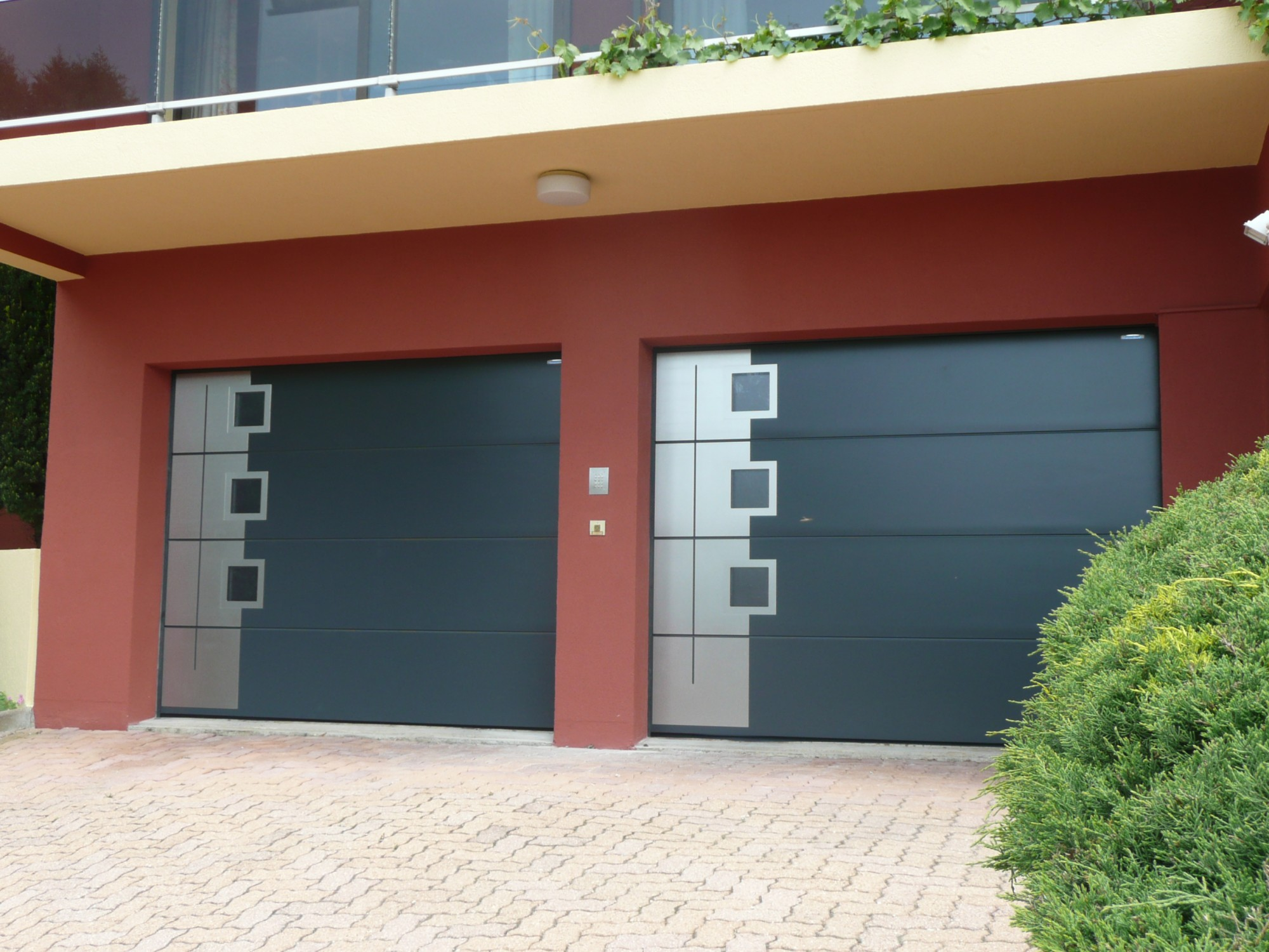 Installateur crawford normsthal et hormann de portes de for Installer chatiere porte garage